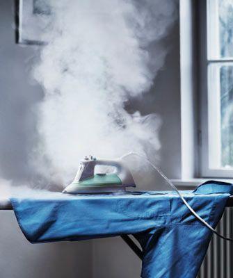 15. Ütü yapmayı unut! Duş alırken giyeceğin kıyafetleri banyoya as, sıcak suyun buharıyla kırışıklıklar açılacaktır.